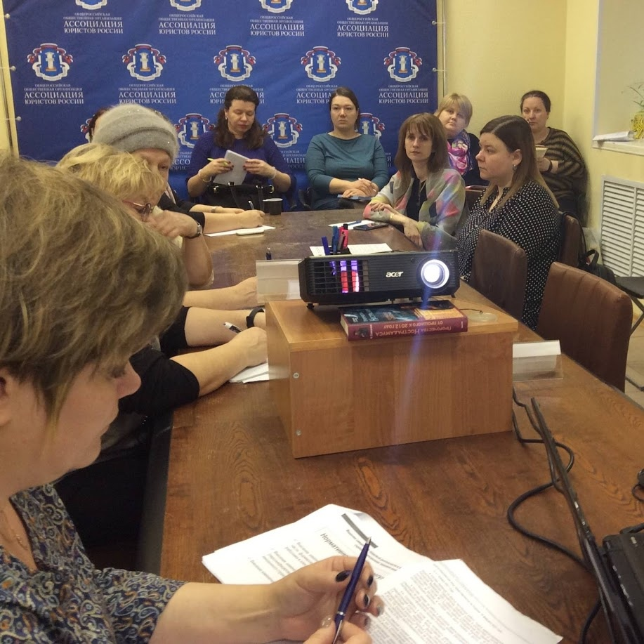 В клубе бухгалтеров и аудиторов обсудили вопросы внедрения электронных трудовых книжек