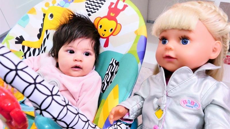 Bebek bakma videosu. Ayşenin kızı Defne Gül ve Loli ile vakit geçiriyor!