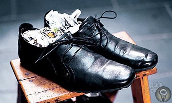 КАК ИЗБАВИТЬСЯ ОТ НЕПРИЯТНОГО ЗАПАХА В БОТИНКАХ Когда в обуви появляется неприятный запах это крайне тревожный знак. Все потому, что в ботинках уже создалась благоприятная среда для развития и