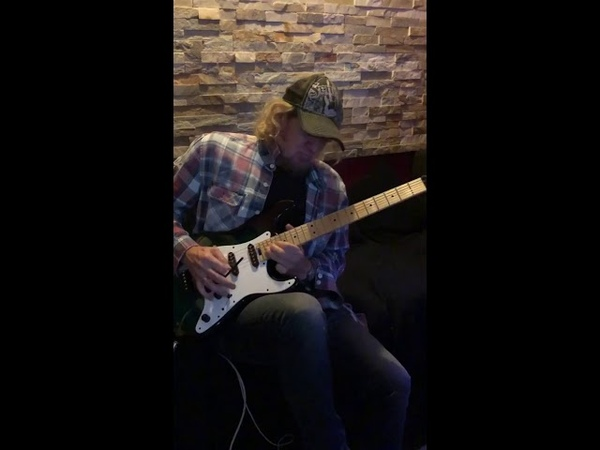 Adrian Smith jamming to Floyd (Comfortably Numb) at RnR Studios