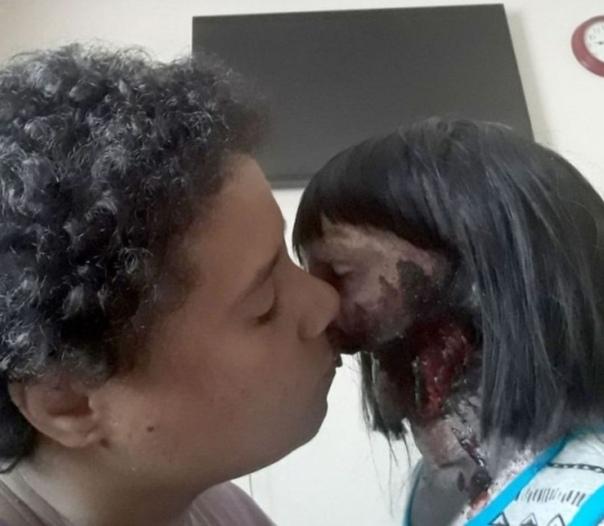 """Фотографии американской женщины вышедшей замуж за куклу, которую она называет """"любовь всей ее жизни"""""""