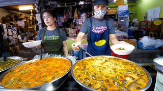 Street Food Thailand - $ THAI CURRY NOODLES!! Michelin Guide Tour in Chiang Mai!