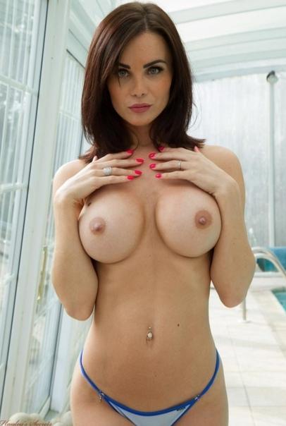 Nelly makdessy boobs
