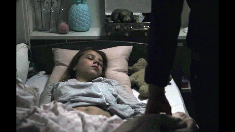 Фильм об отце-педофиле  (кончил на спящую дочку, инцест, лапает писю дочери, дочка без трусов)