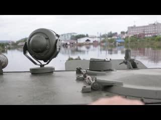 Переправа жителей города Тулун Иркутской области через зону затопления