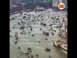 Движение в порту Амстердама