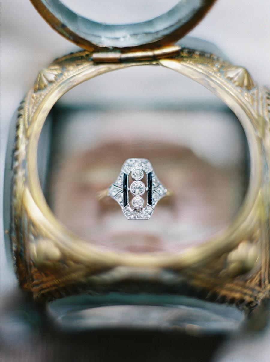 hpE2jeiUG6Y - Обручальные кольца в стиле Арт деко