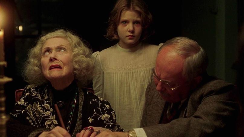 Кадр из фильма Другие 2001 год