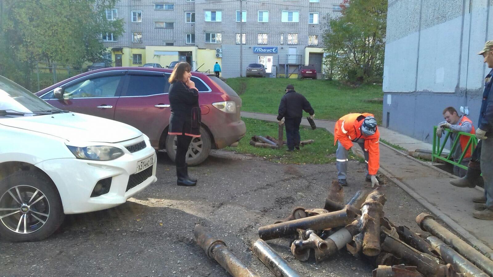 Ул. Московская, 173. Очистка подвала от мусора.