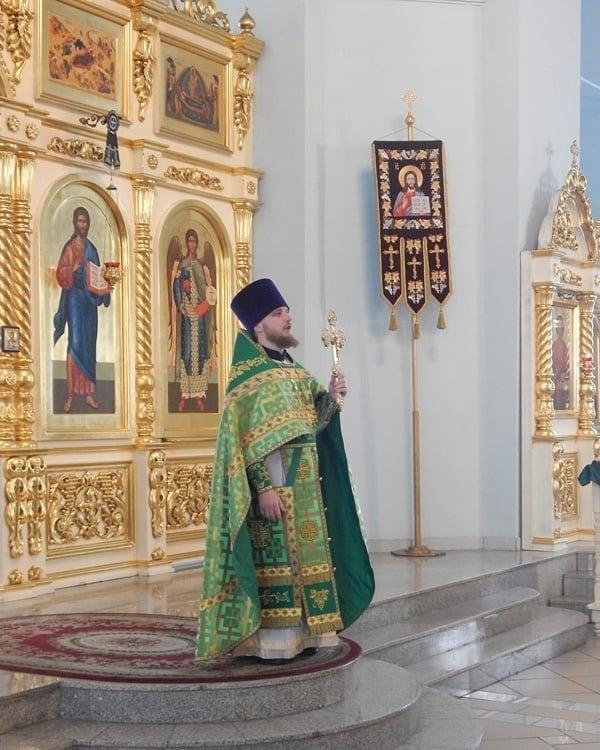 В храмах Петровска в период действия ограничительных мер богослужения совершаются священнослужителями без участия прихожан