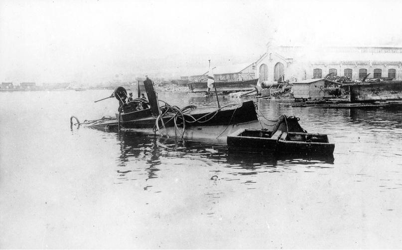 Подводная лодка «Дельфин» после аварии.