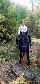 Чупа и наша маленькая гостья 😄🍁 #осень #проводите_время_с_пользой #конный_двор_Хутор