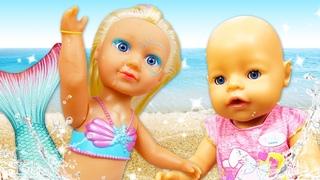 Беби бон Аннабель купается в море! Видео для девочек на английском языке.