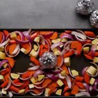 id_53337 Салат из запеченных овощей с орешками и сыром фета 😋  Автор: Tasty  #gif@bon