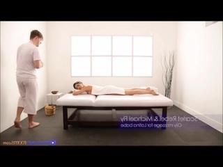 Массажист толстым членом поимел симпатичную латинку во время секс массаж porno anal milf