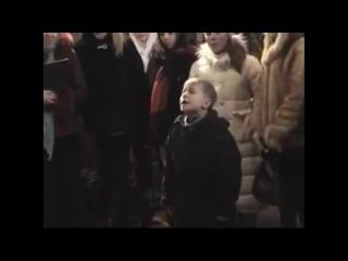 Рождественская песня в исполнении мальчика,  Успенский храм Свято-Троицкой Сергиевой Лавры.