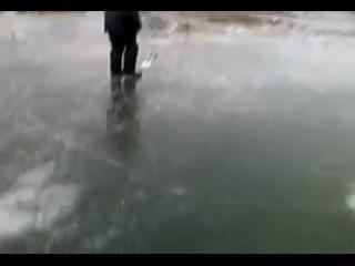 Прикол на рыбалке.Укус _огромной_ щуки(360P).mp4