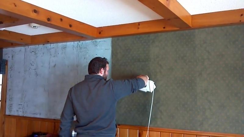 Как удалить со стены старые обои при помощи утюга