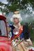 Императрица Елизавета Петровна на пожарной машине (фото Яны Кудряшовой https://vk.com/id1242903).