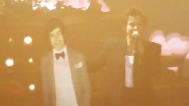 Hstour harry with his cardboard cutout 2