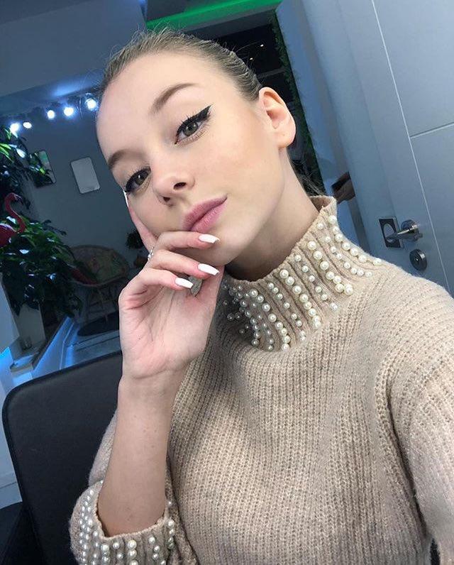 фото из альбома Ester Exposito №11