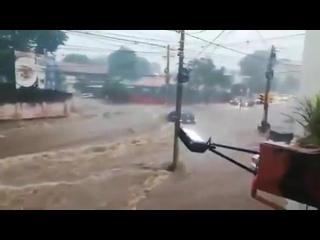 Мощный ливневый паводок в городе Асунсьон (Парагвай, 10 мая 2019)