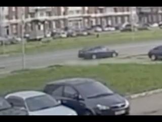 Парень выбежал на дорогу в неположенном месте и был сбит водителем Lexus