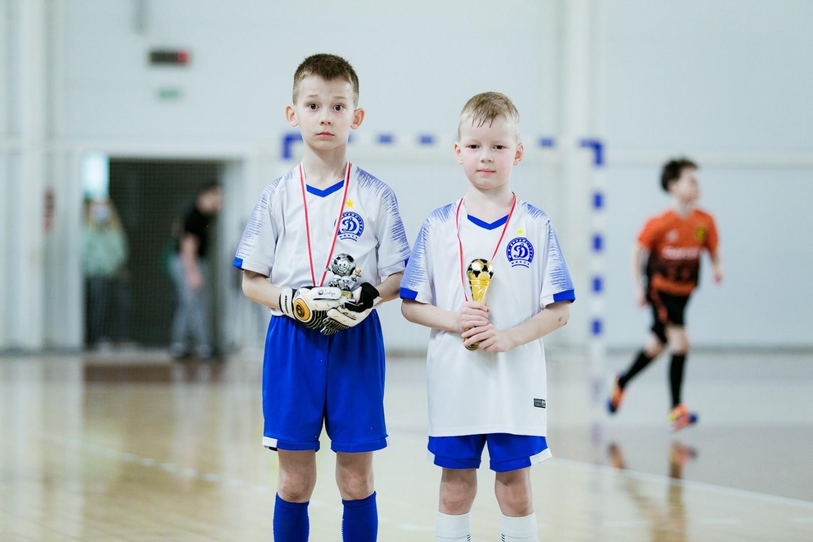 Белецкий Дмитрий (слева) — Лучший вратарь Кубка Ппемьерлиги ЮНИ 2014
