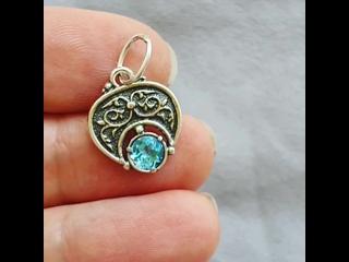 Лунница трехрогая малая с голубым топазом