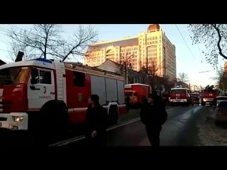 В Самаре около отеля Lotte горит деревянный дом