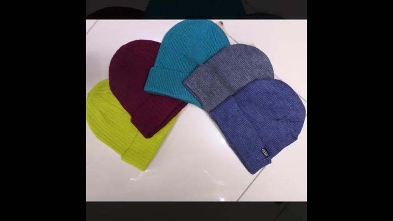 Новое поступление демисезонных шапок комплектов курток комбинезонов