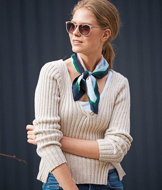Пуловер с V-образным вырезом и разрезами