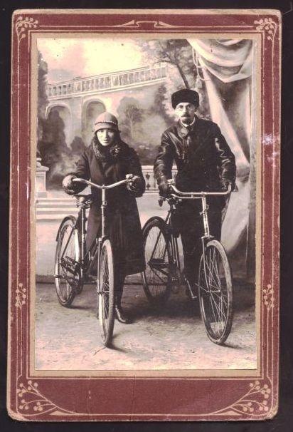 Ольга Петровна Селиванова (Корнилова) с мужем Павлом Афанасьевичем Селивановым, фото начала 30-х годов из личного архива П.Селиванова
