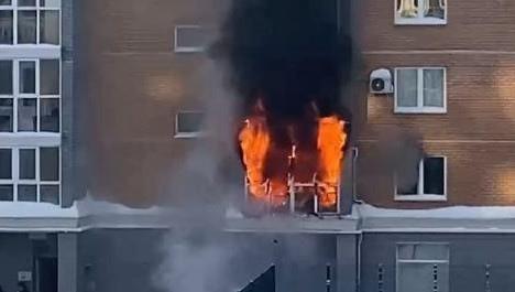 В Казани из окна горящей квартиры выпрыгнули женщина с малышом на руках и 9-летняя девочка