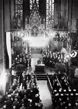 Церковь Ганновера, 25 октября 1933. Герхард Хан славит Адольфа Гитлера.