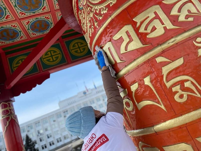 🇷🇺 «Добрые сердца Тувы» провели генеральную уборку буддийского барабана «Мани Хурту»