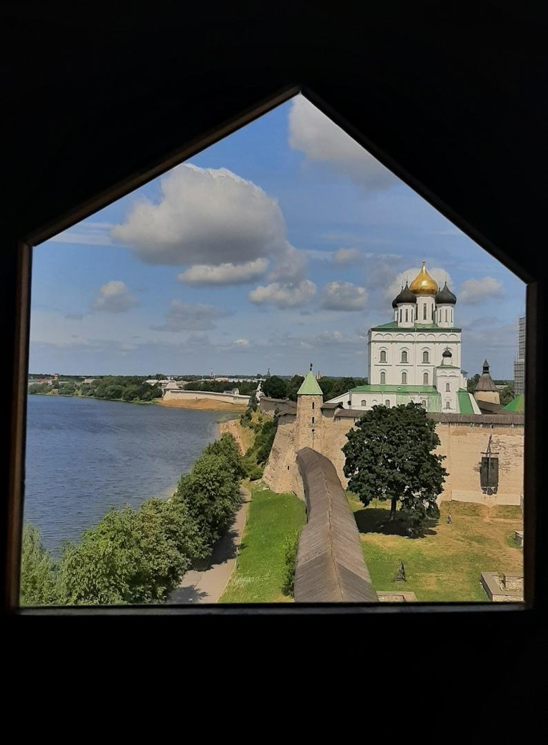 Псков. Кремль. Вид из Власьевской башни на город Псков