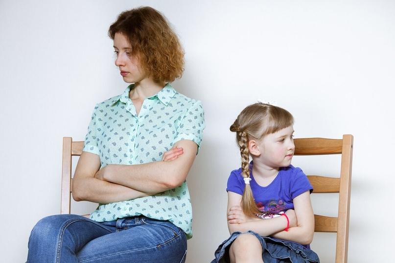 «Мама об меня молчала». Как отказ от разговора превращается в пытку для ребенка