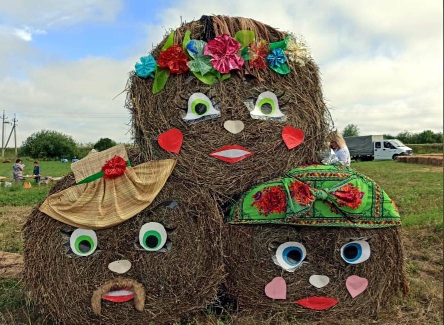 Впервые в Можгинском районе проходит фестиваль косарей.На