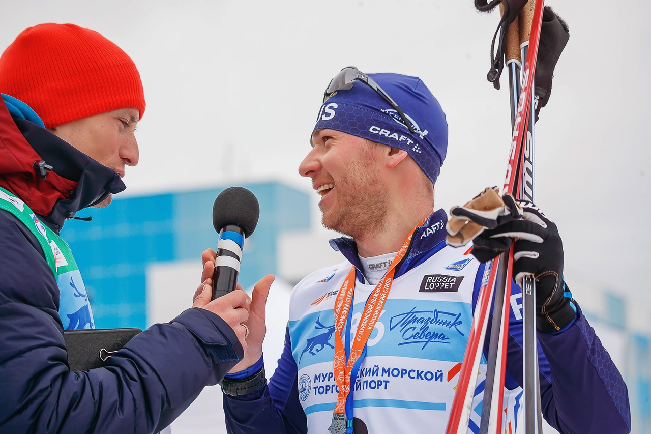 """Уже несколько лет """"голосом"""" марафона является Андрей Арих, работавший в этом качестве на Олимпийских играх в Сочи-2014! На фото он берет интервью у серебряного призера гонки Рауля Шакирзянова. Ответил Рауль и на вопросы """"Л.С."""""""