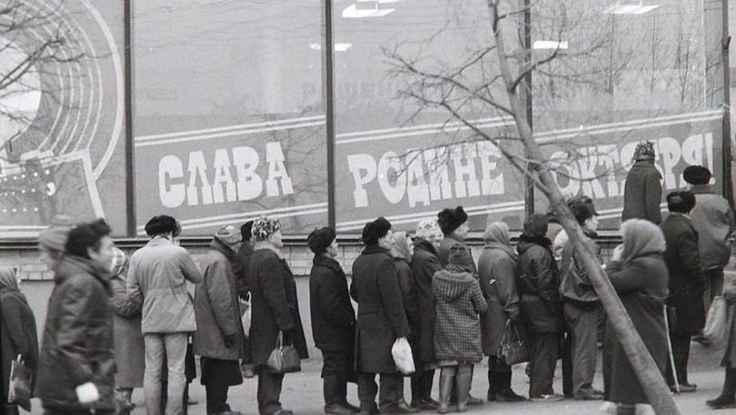 Нет, дефицит и очереди начались только при Горбачёве, что вы!