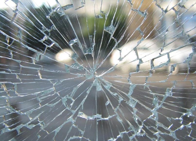 На проспекте Непокоренных погибла пассажирка такси, въехавшего под грузовик
