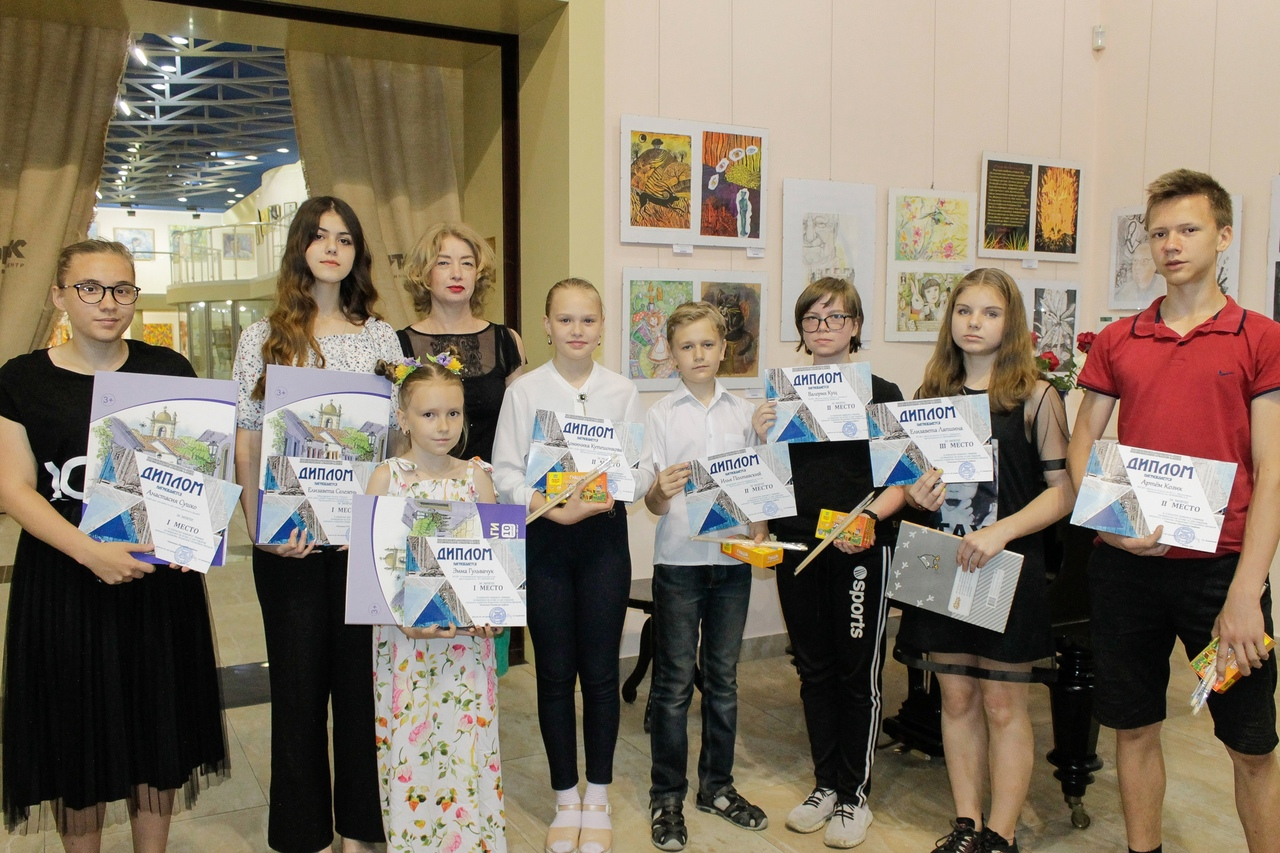 В ХМ «Арт-Донбасс» состоялось торжественное награждение победителей открытого конкурса графики, посвящённого 85-летию со дня рождения народного художника Владимира Шенделя