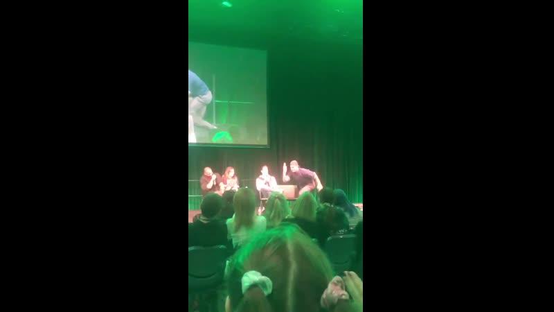 Supanova Sydney Стивен показывает бег Флэша