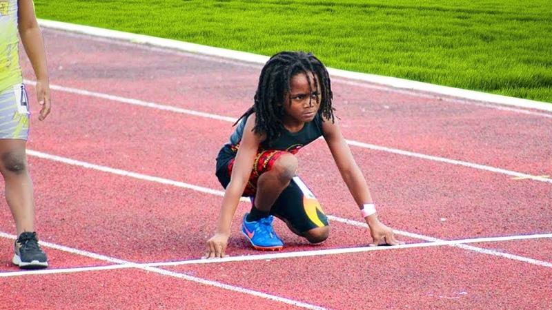 Этот ребёнок бежит так быстро что люди называют его самым быстрым ребёнком в мире