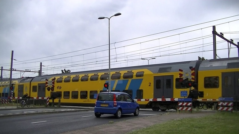 Spoorwegovergang Hoorn Dutch railroad crossing