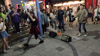 RED SPARK🥰. ATEEZ 'PIRATE KING' COVER. IMPROMPTU GUEST BUSKING ON HOT SUMMER NIGHT. SO FANTASTIC.