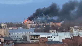 В Донецке горит мясокомбинат